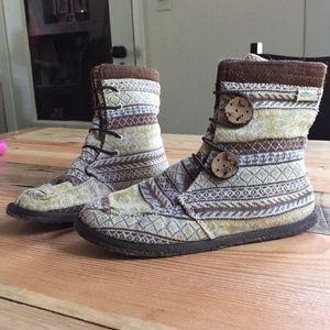 Simple brand booties boho size 6